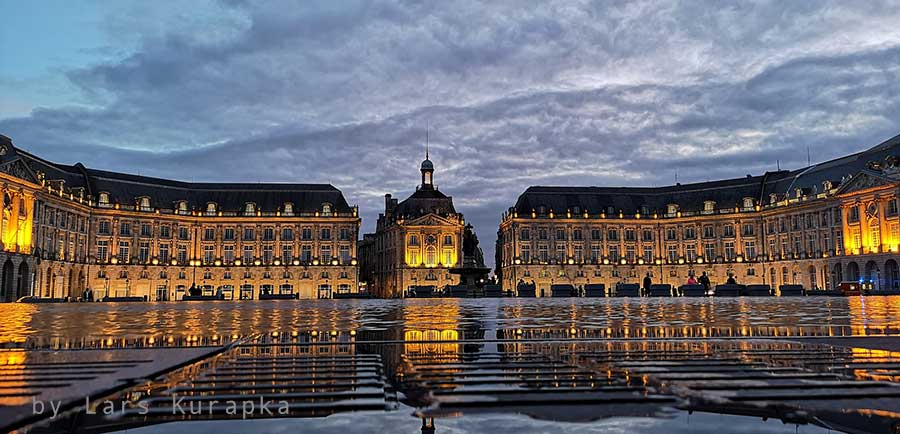 a square and building in Bordeaux city